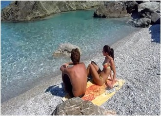 Fucking On A Public Beach Gets This Couple Horny