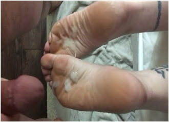 Tattooed Babe With A Foot Fetish Gets Her Feet Jizzed